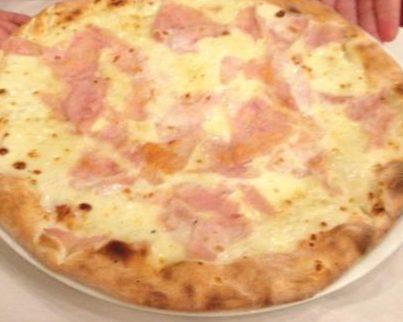 Pizza panna e prosciutto