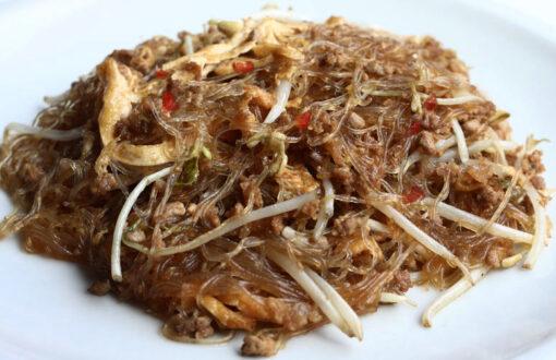Spaghetti di soia con carne tritata piccante