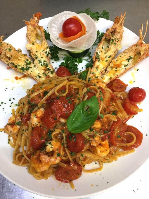 Spaghetti con aragostelle e gamberi